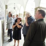 Rodokmeny signatářů jsou umístěny v podloubí nádvoří rychnovského zámku
