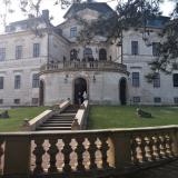 Barokní zámek Karlova Koruna v Chlumci nad Cidlinou patří rodině Kinských.