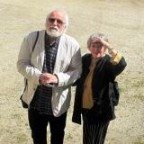 Autor výstav genealog Jan Drocár s Adriennou Korff-Schmising-Kerssenbrockovou na  nádvoří zámku.
