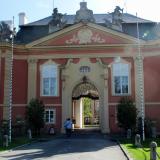 Vstupní brána do zámku Dobříš.