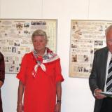 Účastníky výstavy přivítal majitel zámku Jerome Colloredo-Mannsfeld. V pozadí panely s rodokmeny Schwarzenbergů a Sternbergů.