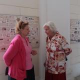 Gabrielle hraběnka Mensdorff-Pouilly v rozhovoru s Mariií Alžbětou starohraběnkou Salm-Reifferscheidt.