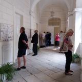 Celkem je v zámeckých chodbách vystaveno 33 rodokmenů šlechtických rodů, jejichž zástupci podepsali deklarace.
